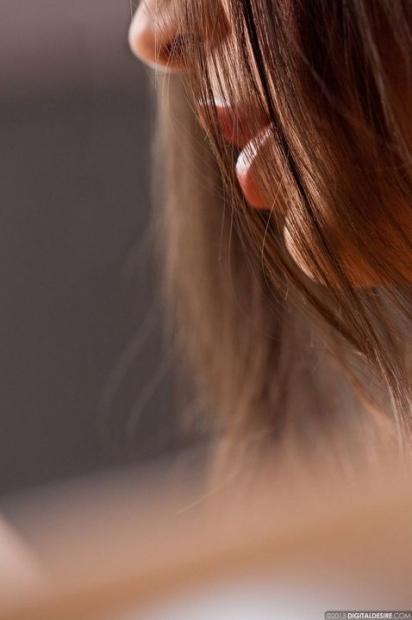 Офигенно привлекательное голое влагалище сфотканое крупно у молодой девки