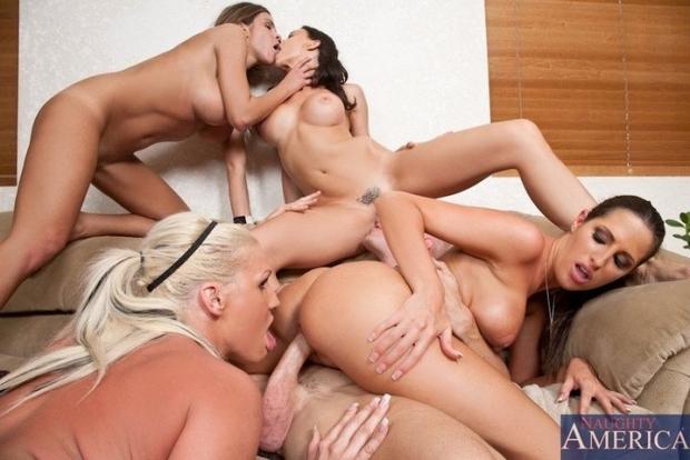 Женственные малышки обожают когда их ебут в групповушке онлайн порно фото