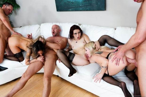 Зажигательная групповая ебля с возбужденными бабами порно фото