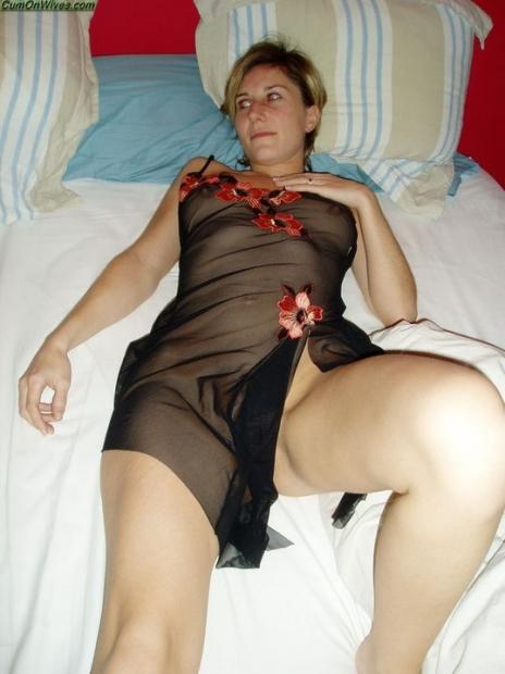 Молоденькие сучки на домашнем порно фото щеголяют своими голыми письками