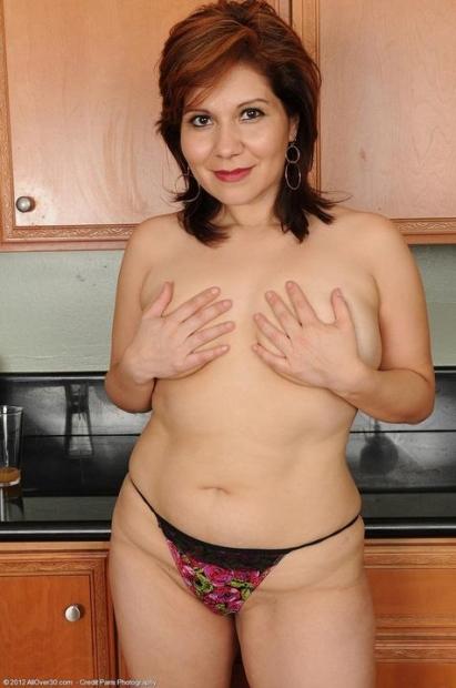 Домохозяйка с волосатой пиздой устроила зрелищное порно фото