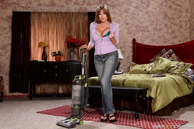 Бывший дружок наведует похотливую домохозяйку и поебывает в горячую пиздень
