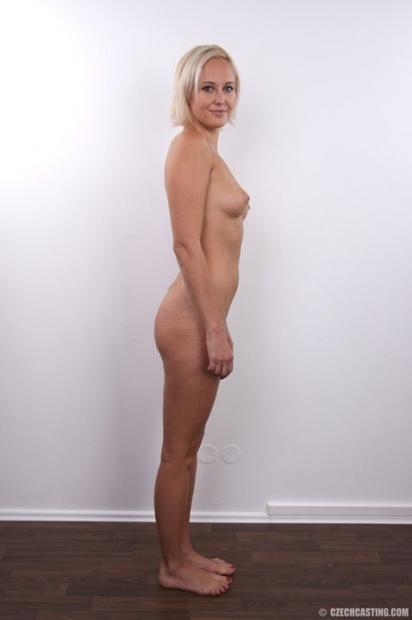 Сладкожопая блондинка оголила свои прелести для кастинга
