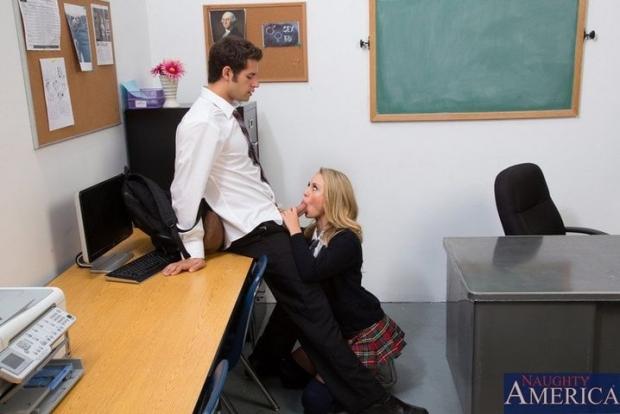Одкорсница отдалась студенту и получила кончину на прекрасные сиськи порно фото