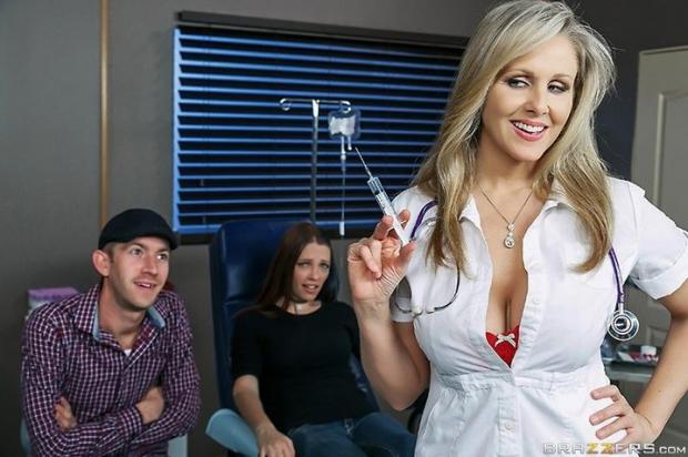 Развратная медсестра с большими сисяками всегда рада заняться красивым сексом