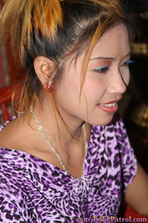 Молоденькая азиатка сняла домашную одежду и эротично сфоткалась голой