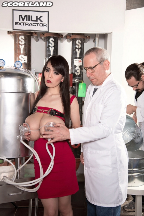 Азиатка с огромными буферами проходит осмотр и похотливого гинеколога