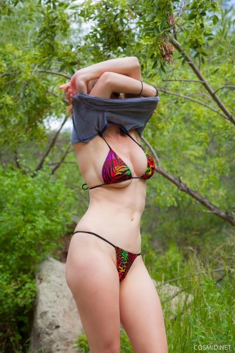 Зрелая тетка с большими буферами решила устроить голую фотосессию на озере порно фото онлайн