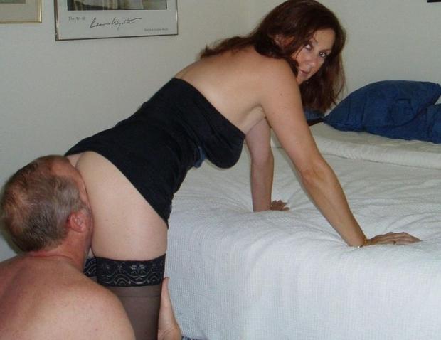 Зрелая самка с нежной пиздякой обожает куни от любовника и всегда ждет с нетерпением